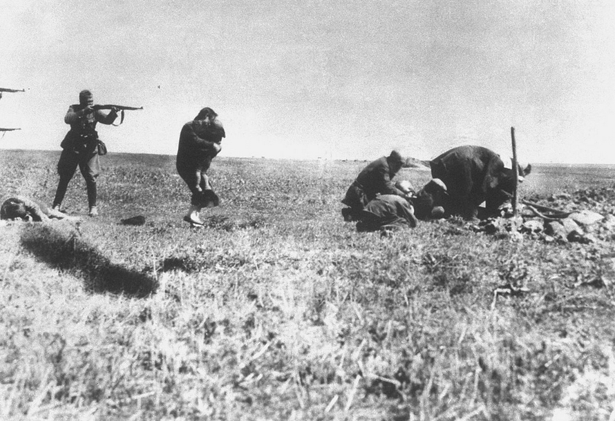 executions-of-jews-by-german-einsatzgruppen-army-mobile-killing-units-near-ivangorod-ukraine-1942-wikimedia-commons